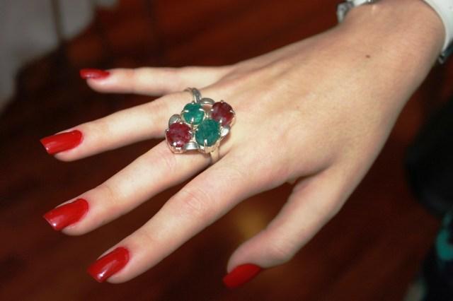 anel pedras